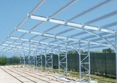 Strutture di sostegno per pannelli fotovoltaici con funzione di pensiline per l'ombreggiamento di parcheggi